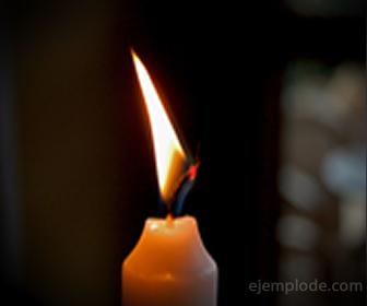 Energía térmica en una vela encendida.