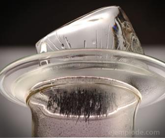 La sublimación inversa es el paso de gaseoso a sólido