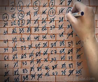 La Criba de Eratóstenes es un cuadro que permite distinguir gráficamente los números primos suprimiéndolos de una enumeración.