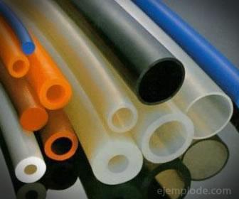 Los aislantes plásticos resisten la corriente eléctrica