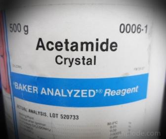 Acetamida en presentación para laboratorio