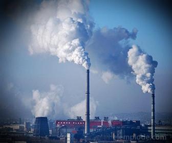 Contaminantes primarios emergiendo de una planta industrial