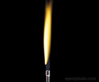 Color de llama que el Sodio comunica