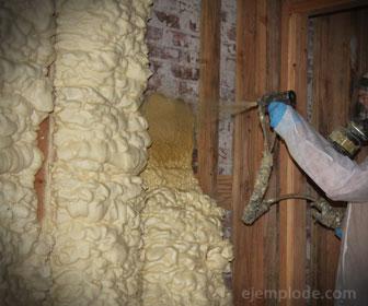 La espuma de poliuretano es un aislante que puede contener hongos y humedad