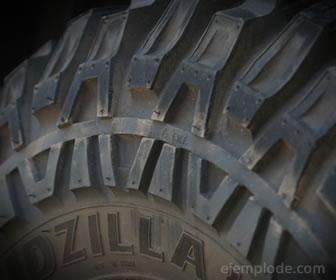 Las llantas son un ejemplo de polímero sintético