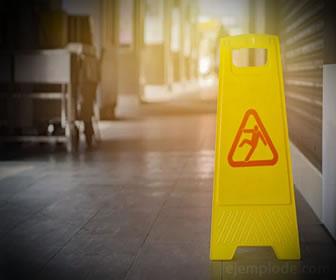 Riesgos de seguridad: piso resbaloso